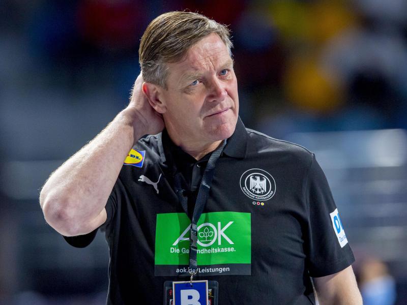 Kann mit Deutschlands Handballern gegen Schweden einen großen Schritt Richtung Olympia machen: Alfred Gislason. Foto: Sascha Klahn/dpa