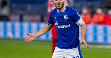 Will den drohenden Abstieg mit Schalke noch verhindern:Kapitän Sead Kolasinac. Foto: Guido Kirchner/dpa