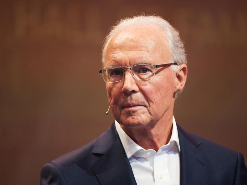 Franz Beckenbauer kann sich Lothar Matthäus als Fußball-Bundestrainer vorstellen. Foto: Ina Fassbender/dpa
