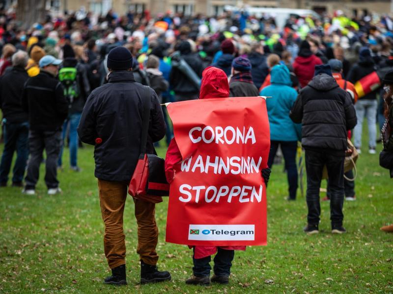 Demonstration in der Stuttgarter Innenstadt. Foto: Christoph Schmidt/dpa