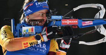 Die deutsche Biathlon-Mixed-Staffel um Vanessa Hinz kämpft in Nove Mesto um eine gute Platzierung. Foto: Sven Hoppe/dpa