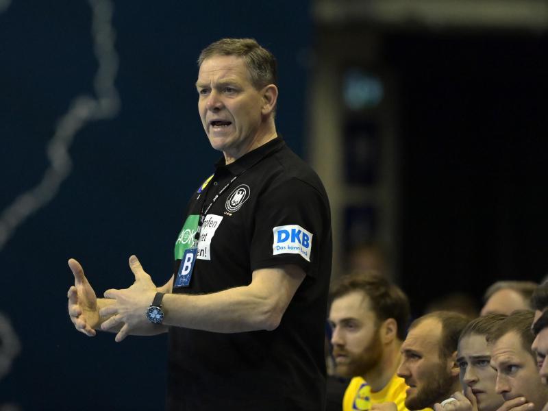 Trainer Alfred Gislason und die deutschen Handballer haben die Olympia-Qualifikation geschafft. Foto: Soeren Stache/dpa-Zentralbild/dpa