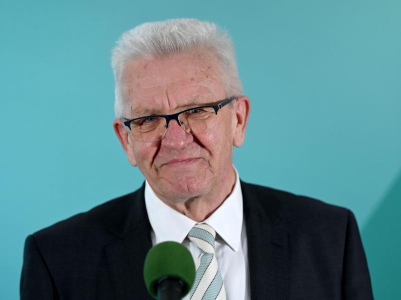 Winfried Kretschmann (Bündnis 90/Die Grünen), Ministerpräsident von Baden-Württemberg und Spitzenkandidat der Grünen, äußert sich im Haus der Abgeordneten zum Ergebnis der Landtagswahlen in Baden-Württemberg. Foto: Marijan Murat/dpa-Pool/dpa