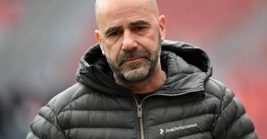 Hat «ein bisschen Angst», wenn die Spieler von Bayer Leverkusen auf Reisen gehen: Trainer Peter Bosz. Foto: Ina Fassbender/AFP-Pool/dpa