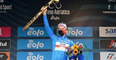 Tadej Pogacar hat die Radfernfahrt Tirreno-Adriatico gewonnen. Foto: Gian Mattia D'alberto/LaPresse via ZUMA Press/dpa