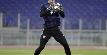 Ob Manuel Neuer das Tor des FC Bayern gegen Lazio Rom hütet, steht noch nicht fest. Foto: Gregorio Borgia/AP/dpa