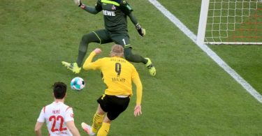 Erling Haaland (M) rettete Borussia Dortmund einen Punkt beim 1. FC Köln. Foto: Wolfgang Rattay/Reuters-Pool/dpa