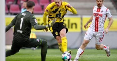 Wieder stark gespielt und zwei Mal gegen den 1. FC Köln getroffen: Dortmunds Erling Haaland (M) macht das Tor zur 1:0-Führung. Foto: Marius Becker/dpa-Pool/dpa