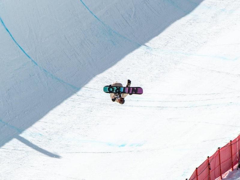 Halfpipe-Ass André Höflich trickste sich in Aspen auf den dritten Platz. Foto: Mike Dawson/U.S. Ski & Snowboard/dpa