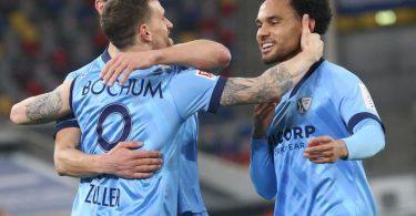 Jubel bei den Bochumer Spielern. Der VfL hat 3:0 bei Fortuna Düsseldorf gesiegt. Foto: Roland Weihrauch/dpa