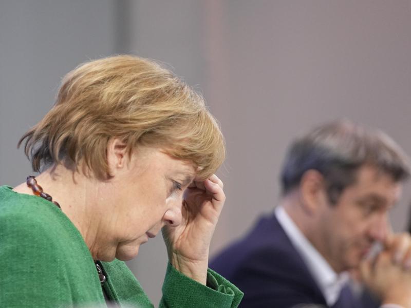 Lockerungen für den Amateursport gestoppt: Angela Merkel und Markus Söder nach den Verhandlungen. Foto: Michael Kappeler/dpa/Pool/dpa