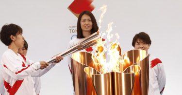Ein Jahr nach der coronabedingten Verschiebung hat in Fukushima der olympische Fackellauf für die Sommerspiele in Tokio begonnen. Foto: Kim Kyung-Hoon/POOL Reuters/AP/dpa