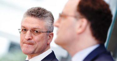 Bundesgesundheitsminister Jens Spahn (r.) und RKI-Chef Lothar Wieler während ihrer Pressekonferenz zur Corona-Lage vor Ostern. Foto: Kay Nietfeld/dpa
