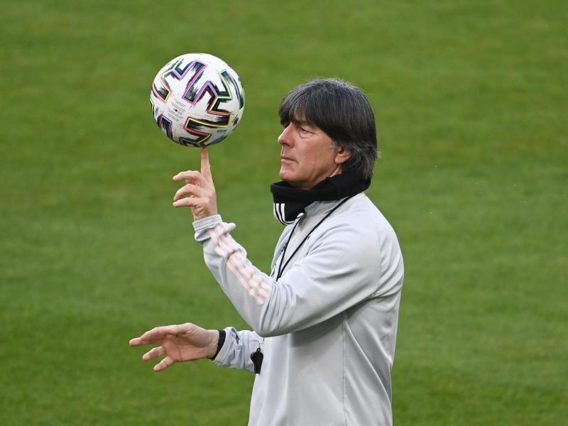 Reist mit 20 Spielern nach Rumänien: Bundestrainer Joachim Löw. Foto: Federico Gambarini/dpa