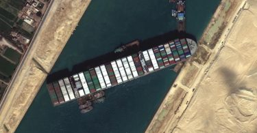 Das festgesetzte Containerschiff «Ever Given» blockiert weiterhin den Suezkanal. Foto: Uncredited/©Maxar Technologies/AP/dpa