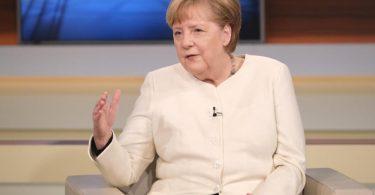 Bundeskanzlerin Angela Merkel (CDU) ist zu Gast in der ARD-Talksendung «Anne Will». Foto: Wolfgang Borrs/NDR/dpa