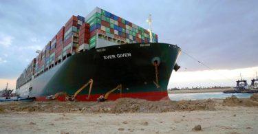 Das Containerschiff «Ever Given» hat im Suezkanal tagelang die wichtige Schifffahrtsstraße zwischen Asien und Europa blockiert. Foto: Suez Canal Authority/dpa