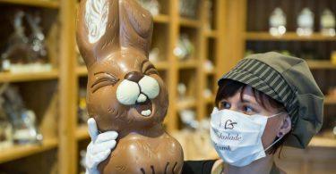 Brandenburger Chocolatiers sind immer auf der Suche nach neuen Ideen - vor allem wie sie in diesen Zeiten die Produkte an die Schokoladenfans bringen können. Foto: Patrick Pleul/dpa-Zentralbild/ZB