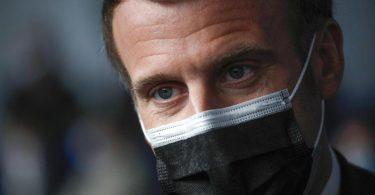Emmanuel Macron pochte lange darauf, dass die Schulen in der Krise unbedingt geöffnet bleiben sollen. Foto: Yoan Valat/EPA POOL/AP/dpa