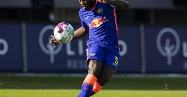 Noch ist offen, ob RB-Trainer Nagelsmann Dayot Upamecano gegen dessen künftigen Arbeitsgeber, den FCBayern München, auflaufen lässt. Foto: Tom Weller/dpa