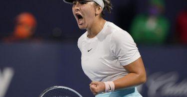 Steht im Finale des WTA-Turniers von Miami: Bianca Andreescu ballt die Faust. Foto: Wilfredo Lee/AP/dpa