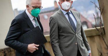 Auf Koalitionsgespräche geeinigt: Winfried Kretschmann (l) und Thomas Strobl. Foto: Christoph Schmidt/dpa