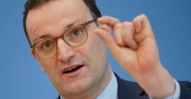 «Wer vollständig geimpft wurde, kann in Zukunft wie jemand behandelt werden, der negativ getestet wurde», sagt CDU-Gesundheitsminister Jens Spahn. Foto: Michael Kappeler/dpa