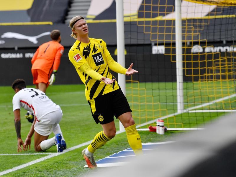Dortmunds Stürmer Erling Haaland hadert mit einer verpassten Chance. Foto: Martin Meissner/Pool AP/dpa