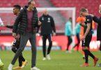 Stuttgarts Trainer Pellegrino Matarazzo (2.v.l) will auch nach dem Sieg gegen Bremen nichts von Europa wissen. Foto: Tom Weller/dpa