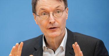 «Wenn wir jetzt unsere Strategie wechseln (...), wird kein vierter Lockdown mehr nötig sein», sagt SPD-Gesundheitsexperte Karl Lauterbach. Foto: Michael Kappeler/dpa