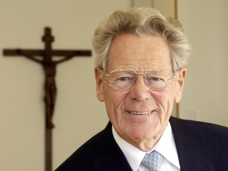 Hans Küng ist tot. Der Theologe ist mit 93 Jahren gestorben. Foto: Marijan Murat/dpa