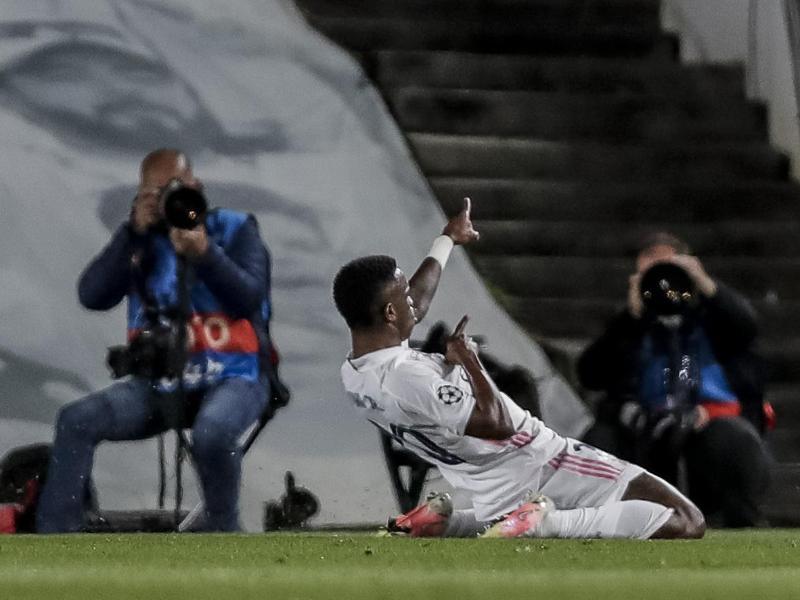Vinicius Junior von Real Madrid jubelt nach seinem Führungstreffer. Foto: Manu Fernandez/AP/dpa