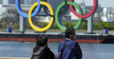 Dreieinhalb Monate vor Olympia-Beginn will Japan die Corona-Maßnahmen in Tokio verschärfen. Foto: Eugene Hoshiko/AP/dpa