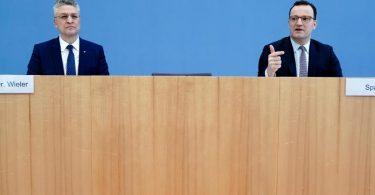 Bundesgesundheitsminister Jens Spahn (r) und RKI-Chef Lothar H. Wieler geben eine Pressekonferenz zur aktuellen Corona-Lage. Foto: Kay Nietfeld/dpa