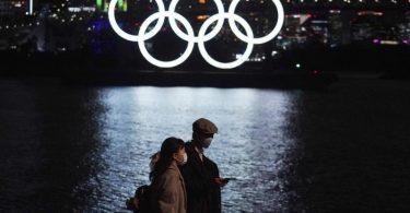 Noch steht ein großes Fragezeichen hinter den Olympischen Spiele in Japans Hauptstadt Tokio. Foto: Eugene Hoshiko/AP/dpa