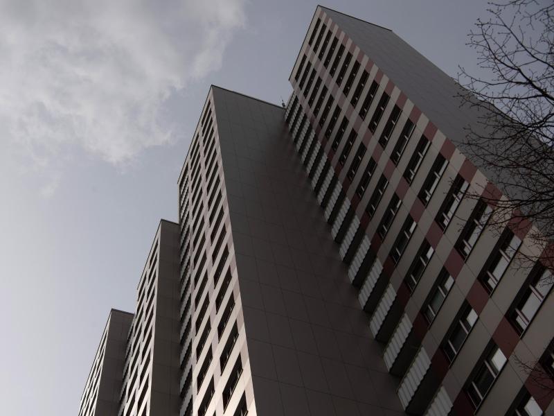 Das Problem steigender Wohnkosten bleibt in vielen Städten. Foto: Paul Zinken/dpa-Zentralbild/dpa