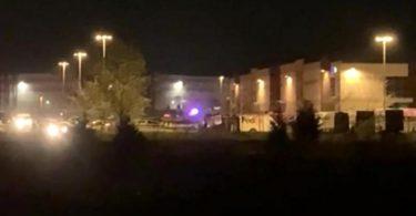Das Paketzentrum des Logistikunternehmens Fedex kurz nach dem Vorfall. Foto: Uncredited/WRTV/AP/dpa