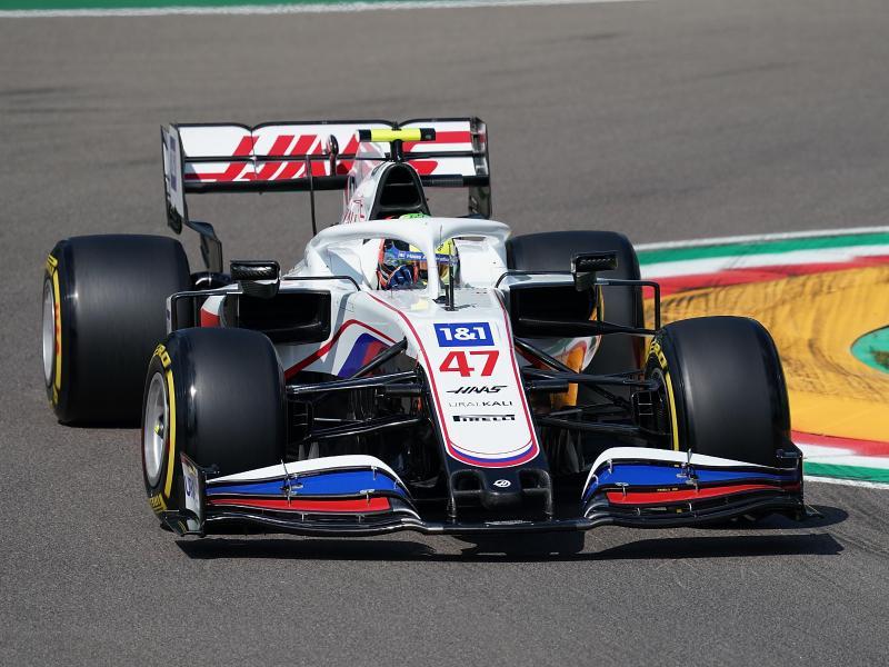 Nach 28 Runden beim Training in Imola Vorletzter: Mick Schumacher vom Haas F1 Team auf der Strecke. Foto: Hasan Bratic/dpa