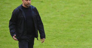 FCB-Trainer Hansi Flick kann im Auswärtsspiel in Wolfsburg auf eine Vielzahl von Stammkräften nicht zurückgreifen. Foto: Andreas Gebert/Reuters-Pool/dpa
