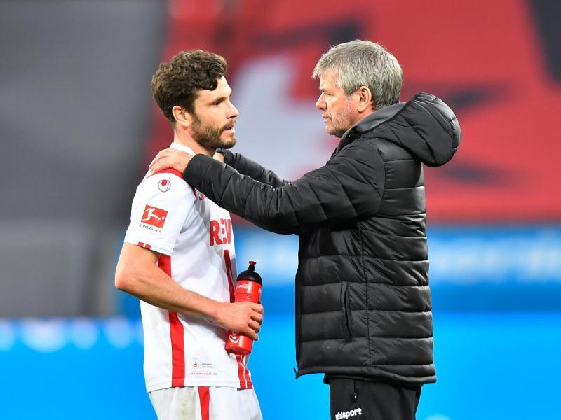 Kölns Trainer Friedhelm Funkel setzt auf seinen Kapitän Jonas Hector. Foto: Martin Meissner/AP-Pool/dpa