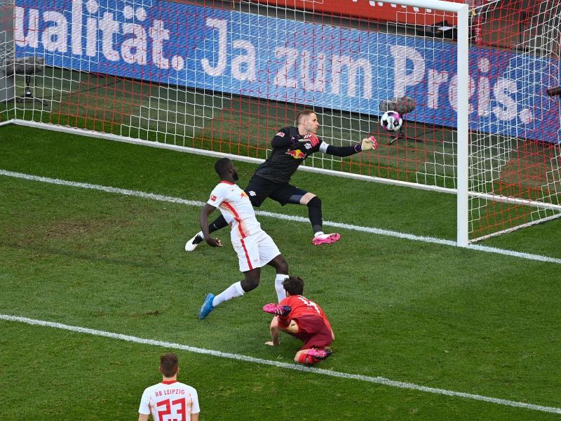 Jonas Hector (M) war Kölns Matchwinner beim Sieg gegen RB Leipzig. Foto: Lukas Schulze/Getty Images Pool/dpa