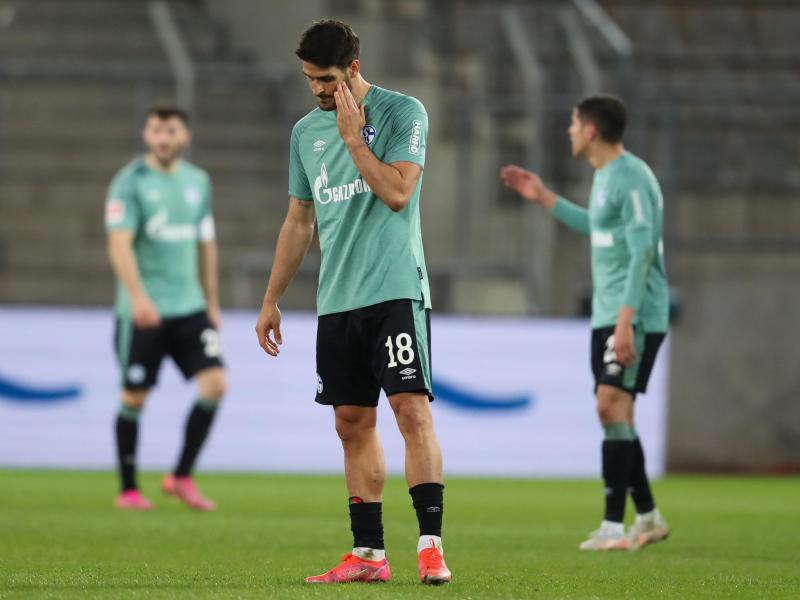 Nach der Niederlage in Bielefeld ist der Schalker Abstieg aus dem Fußball-Oberhaus perfekt. Foto: Friso Gentsch/dpa Pool/dpa