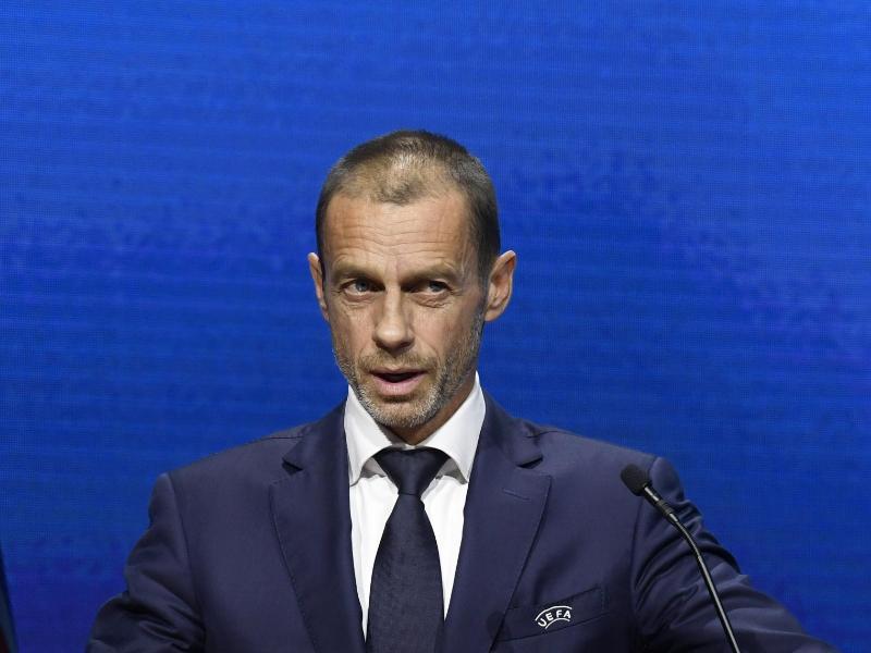 hat den Rückzug der englischen Vereine aus der geplanten Super League begrüßt: UEFA-Präsident Aleksander Ceferin. Foto: Richard Juilliart/UEFA/AP/dpa