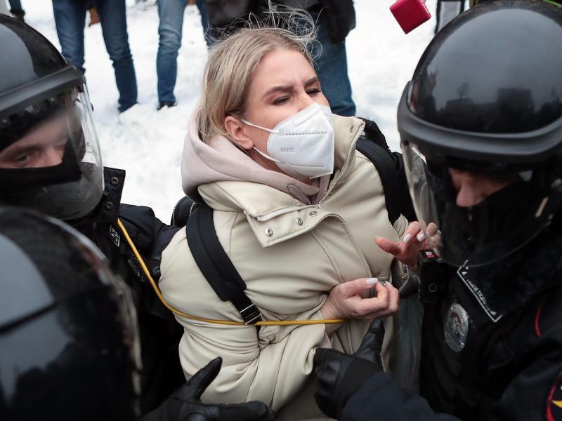 Unter den Festgenommenen ist auch Ljubow Sobol: Die Juristin ist eine enge Mitarbeiterin vonKremlkritiker Nawalny. Foto: Dmitry Golubovich/TASS/dpa