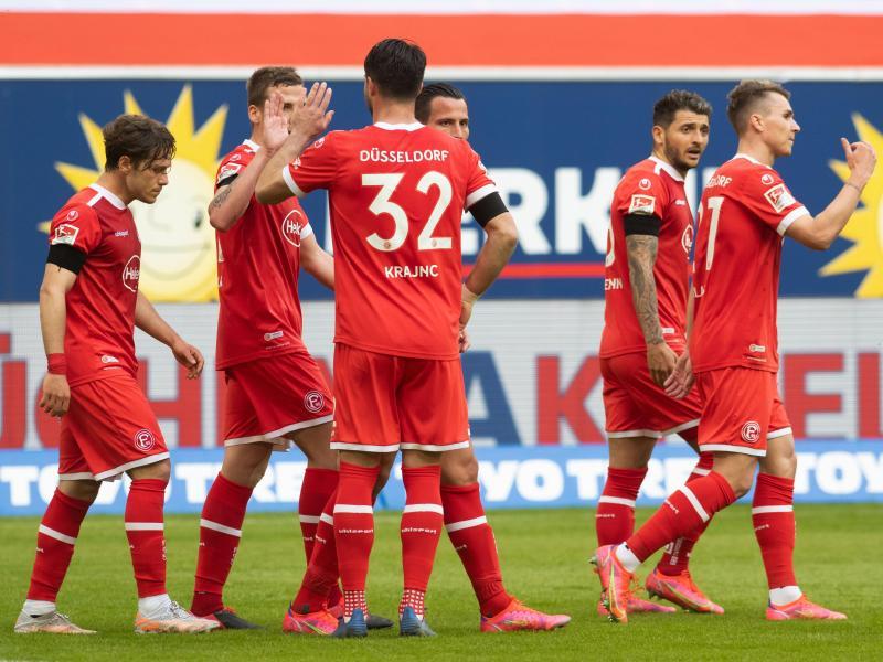Fortuna Düsseldorf bleibt durch einen Heimsieg gegen St. Pauli an den Aufstiegsrängen dran. Foto: Bernd Thissen/dpa