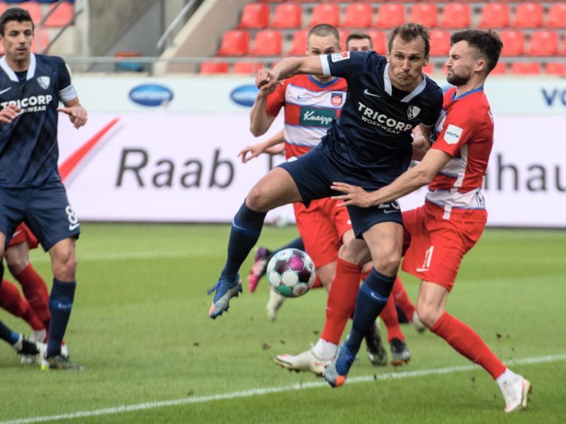 Der VfL Bochum mit Torschütze Robert Tesche festigte mit einem Sieg in Heidenheim Platz eins. Foto: Stefan Puchner/dpa