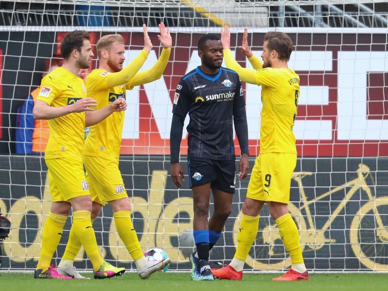 Der VfL Osnabrück konnte sich letztlich nur über einen Punkt in Paderborn freuen. Foto: Friso Gentsch/dpa