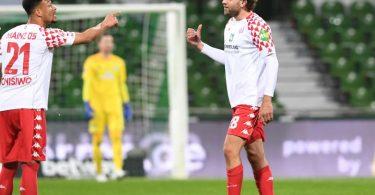 Adam Szalai (r) sorgte für das 1:0 von Mainz in Bremen. Foto: Carmen Jaspersen/dpa