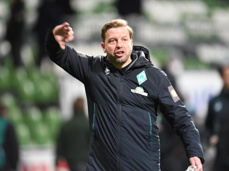 Werders Trainer Florian Kohfeldt ärgert sich über eine vermeintliche Fehlentscheidung. Foto: Carmen Jaspersen/dpa