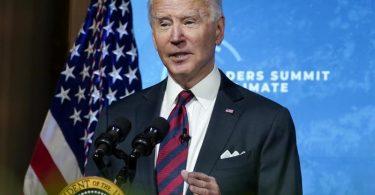 US-Präsident Joe Biden spricht beim virtuellen Klima-Gipfel, zu dem er zahlreiche Staats- und Regierungschefs eingeladen hat, im East Room des Weißen Hauses. Foto: Evan Vucci/AP/dpa